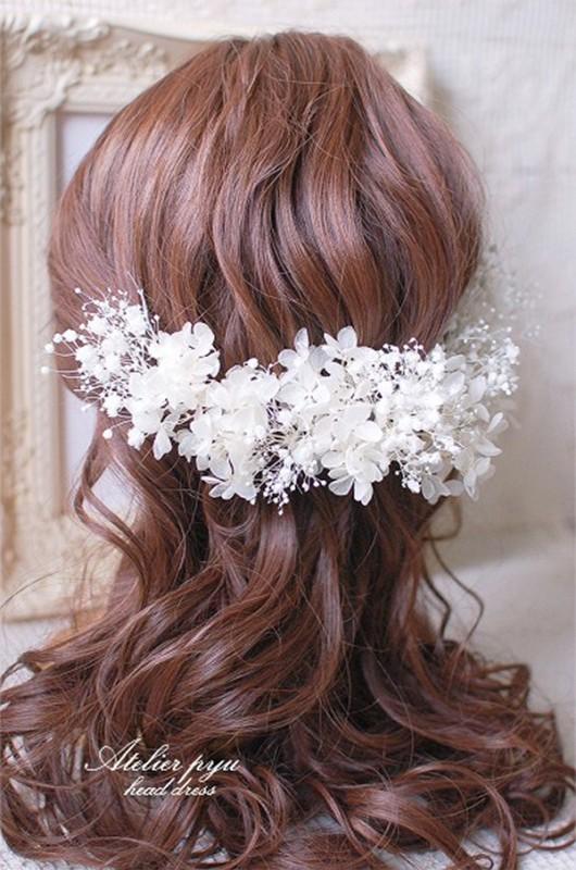 日本で買えるかすみ草で作る花嫁のヘアースタイルグッズ3