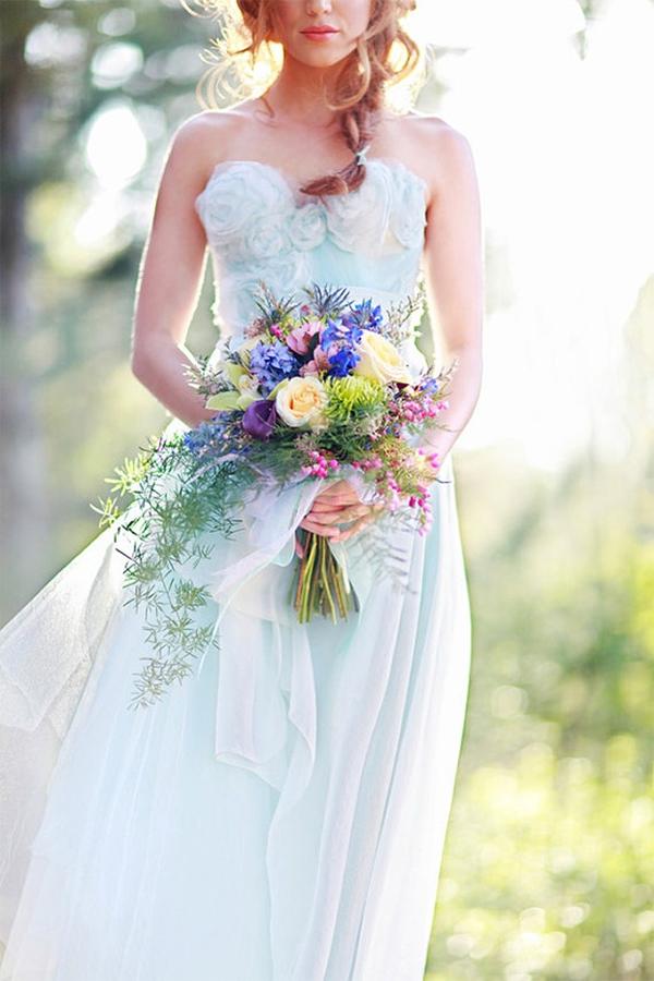 16パターン ブルーのウェディングドレスのアイデア<br />16  blue wedding dresses ideas