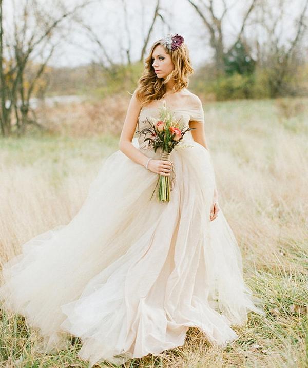 13 Romantic Champagne Wedding Dresses2