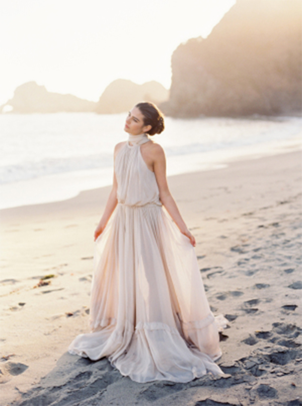13 Romantic Champagne Wedding Dresses9