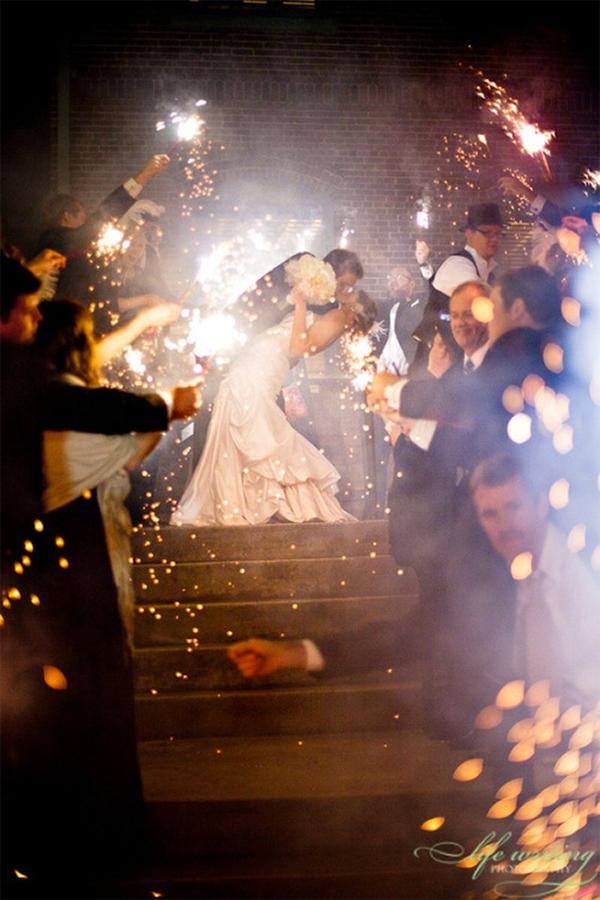 20 Romantic Night Wedding photo ideas15