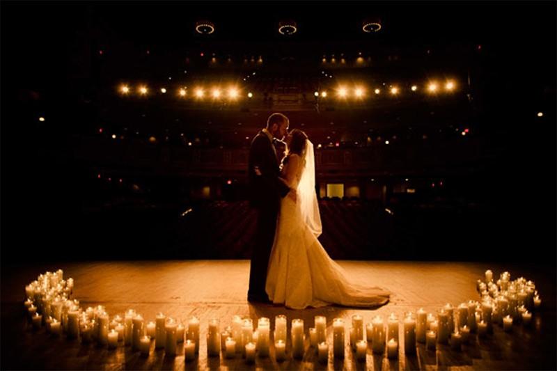 20 Romantic Night Wedding photo ideas2