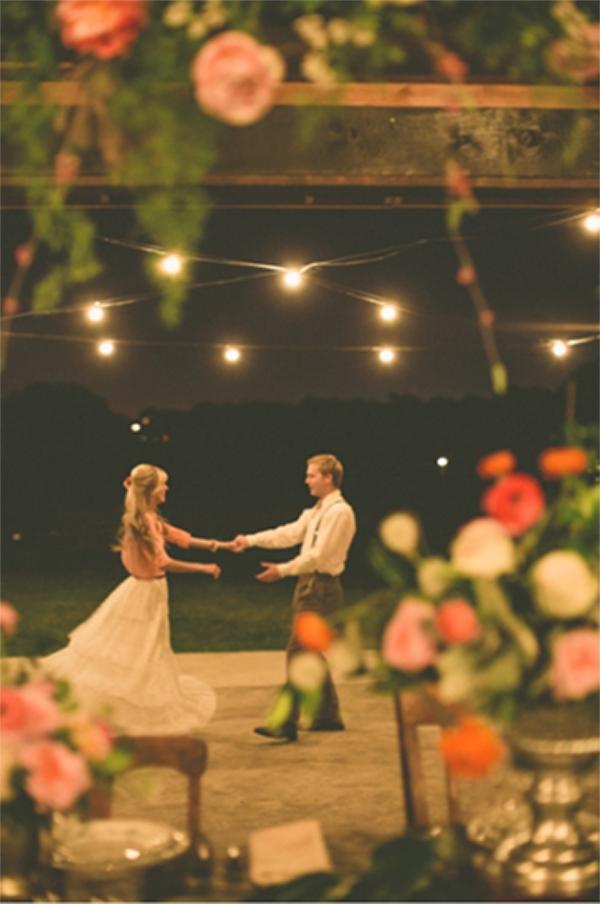 20 Romantic Night Wedding photo ideas4