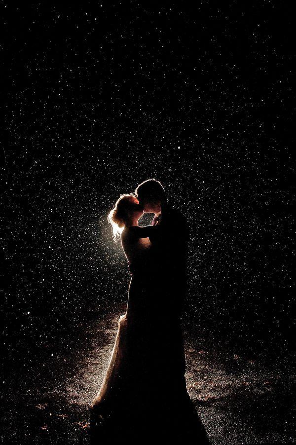 20 Romantic Night Wedding photo ideas8