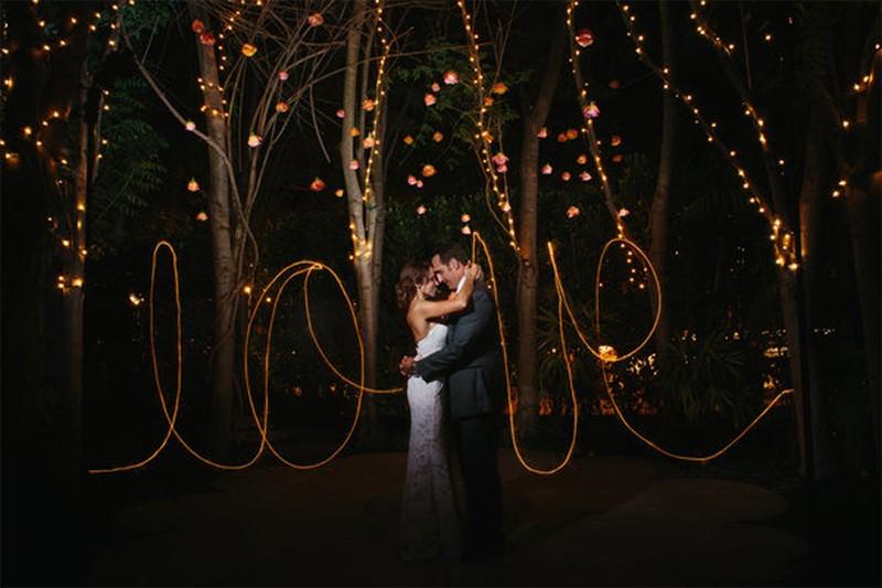 20 Romantic Night Wedding photo ideas9